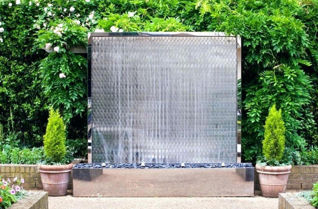 تصميم شلالات اصطناعية بأشكال وخامات للفلل والحدائق الفخمه