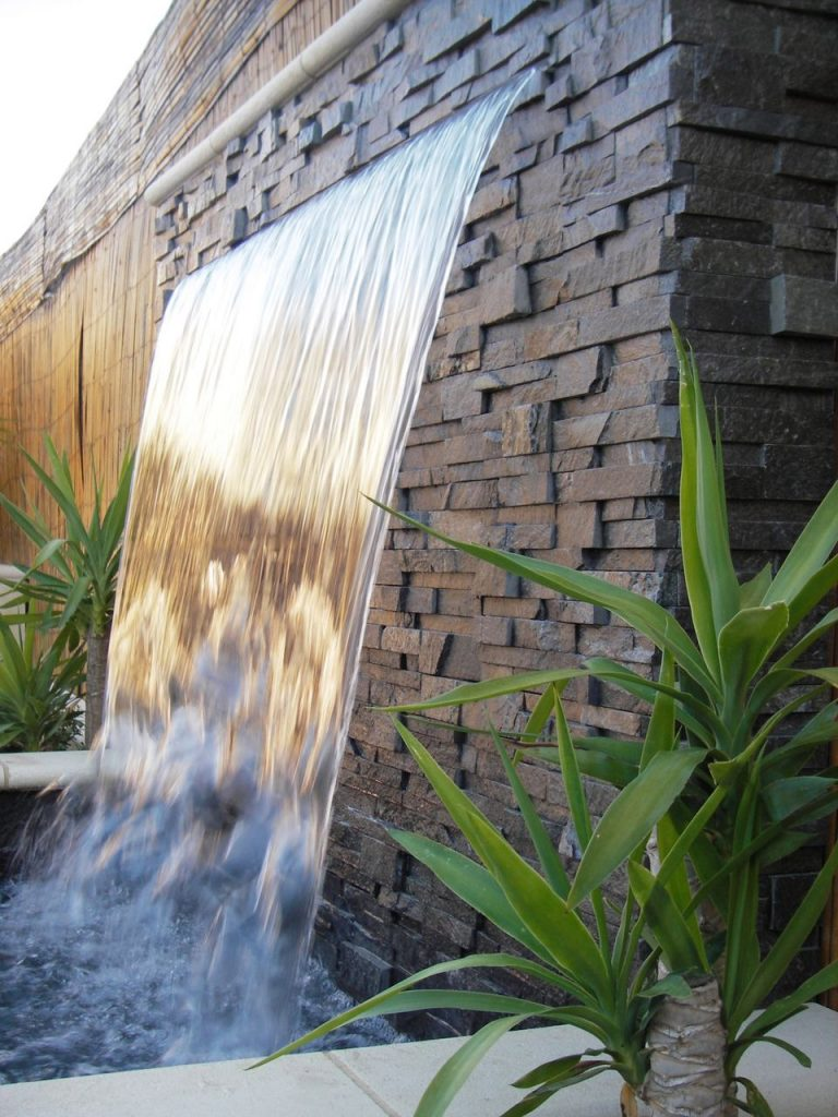 شلالات مياه جدارية