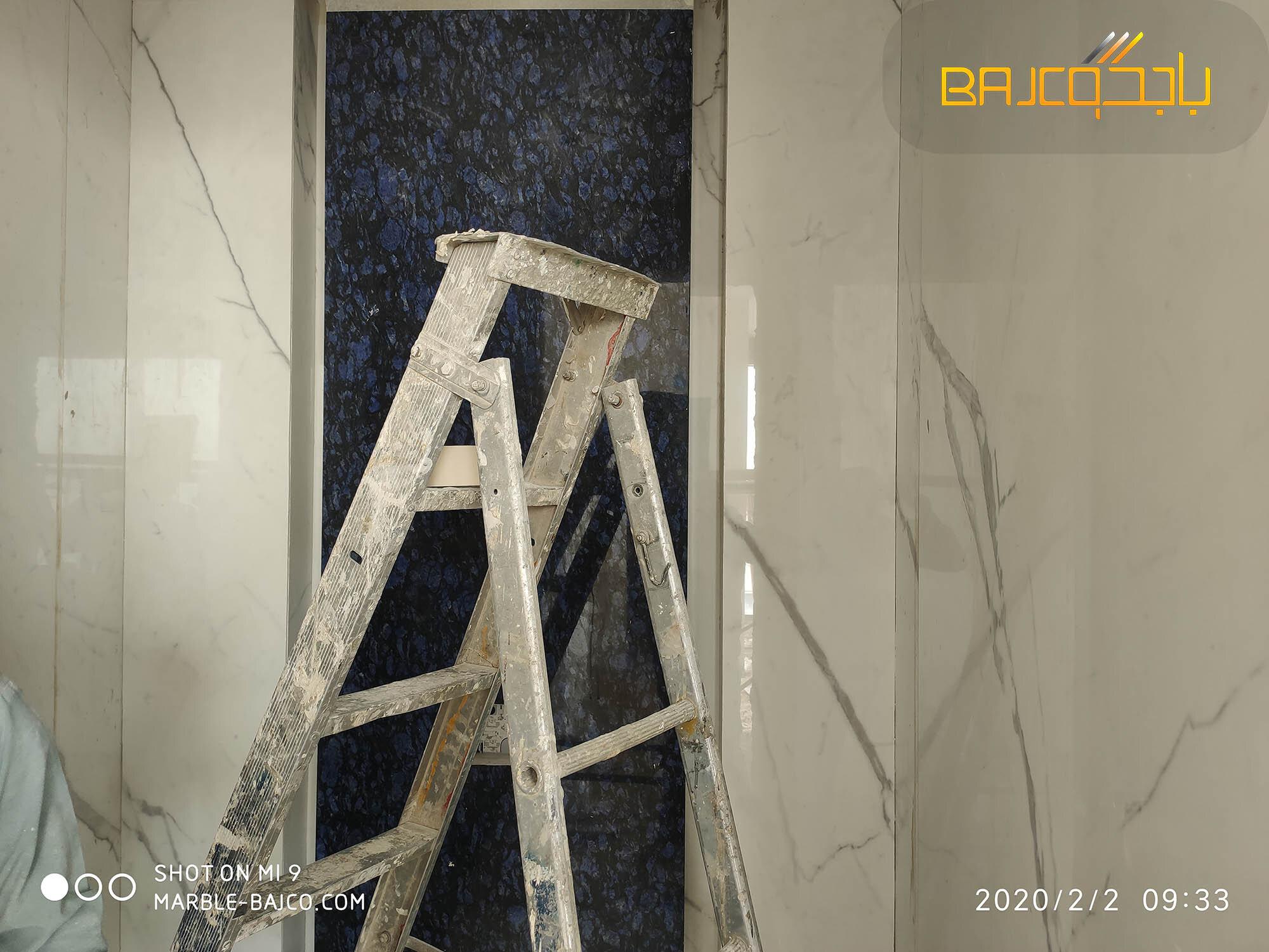 تركيب حمام بورسلان ابيض مع رخام ازرق