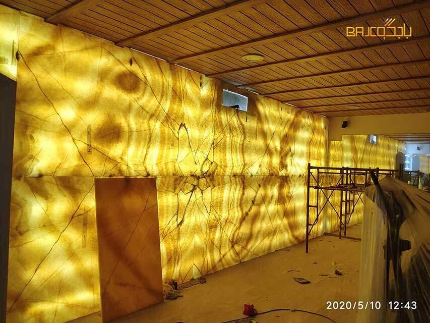 تركيب جدارية رخام اونيكس مع الاضاءة